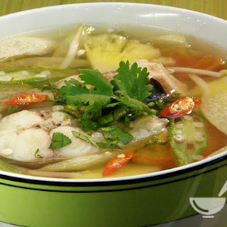 Vietnamese Simple Fish Soup (Canh chua cá).