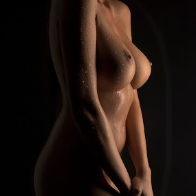 Waterdrops by Thomas ST0LL - Nudes & Boudoir Artistic Nude