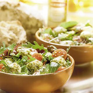 Salade Met Gemarineerde Mini Mozzarella, Oregano En Kappertjes