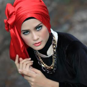 Cinta Rarung by Bambang Leksmono - People Portraits of Women