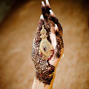 Farrukh Saleem Photography by Farrukh Saleem - Wedding Getting Ready ( pakistan, tattos, farrukh saleem, mehndi, wedding, female wedding photographer karachi, bride, photography )