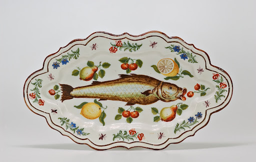 Mouled tray with fish, flowers and fruit